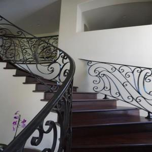 Mediterranean radius staircase design